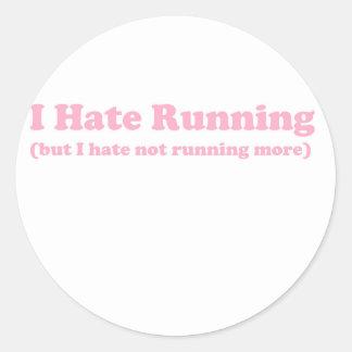 Odio correr rosa pegatinas redondas