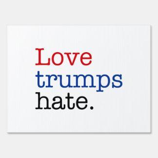 Odio de los triunfos del amor letreros