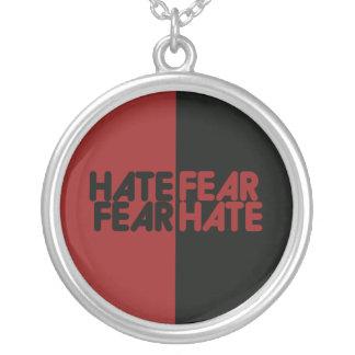 Odio del miedo del miedo del odio colgante redondo