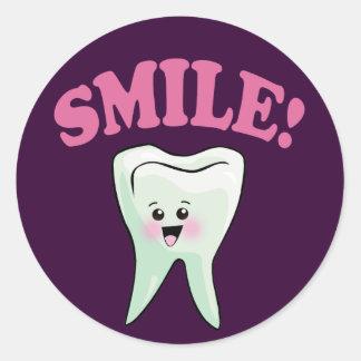 Odontología divertida pegatinas redondas