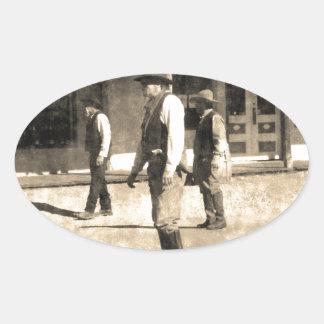 Oeste del vintage listo del tiroteo viejo pegatina ovalada