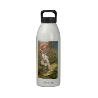 Ofelia con las manos abrochó 1895 botella de agua reutilizable