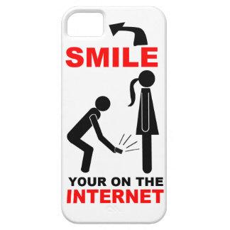 Ofensiva: Sonríe su encendido el Internet iPhone 5 Case-Mate Fundas