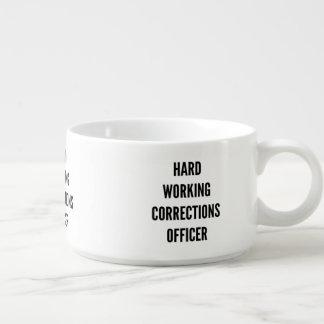 Oficial de correcciones de trabajo duro tazón