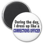 Oficial de correcciones durante el día imán de frigorífico