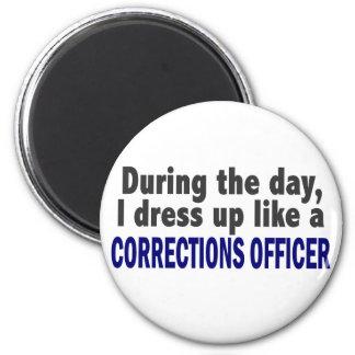 Oficial de correcciones durante el día imán redondo 5 cm