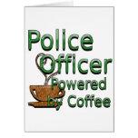 Oficial de policía accionado por el café felicitación