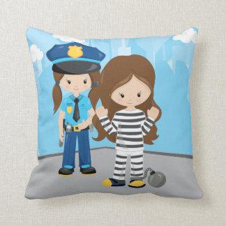 Oficial de policía adorable cojín