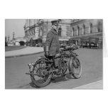 Oficial de policía de la motocicleta, 1922 felicitación