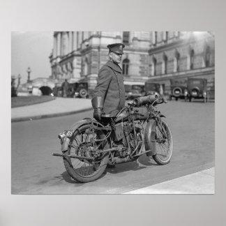 Oficial de policía de la motocicleta, 1924. Foto Póster