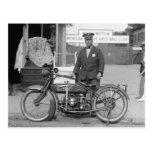 Oficial de policía de la motocicleta, 1924 postal