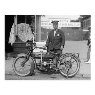 Oficial de policía de la motocicleta 1924 postal