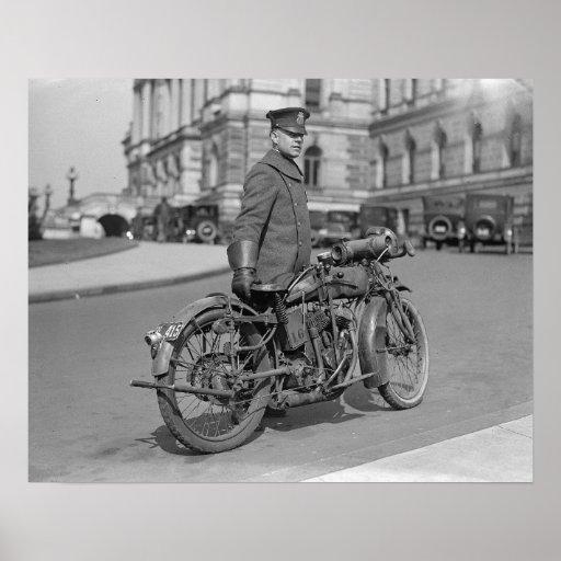 Oficial de policía de la motocicleta, 1924 póster