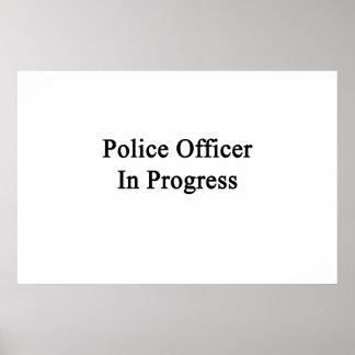 Oficial de policía en curso impresiones