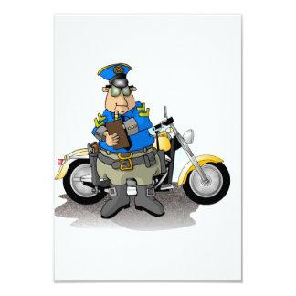 """Oficial de policía que escribe invitaciones de un invitación 3.5"""" x 5"""""""