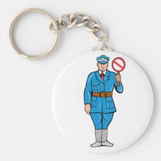 Oficial que sostiene un llavero de la muestra de l