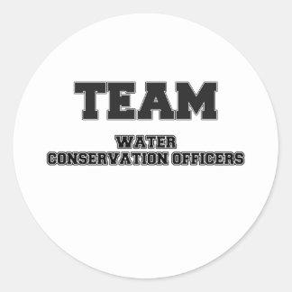 Oficiales de la protección de agua del equipo etiqueta redonda