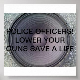 ¡OFICIALES DE POLICÍA! BAJE SUS ARMAS EN LA COMUNI POSTER