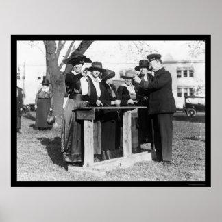 Oficiales de policía de las mujeres y armas 1914 póster