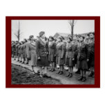 Oficiales negros que examinan a las tropas WWII In
