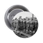 Oficiales negros que examinan a las tropas WWII In Pin