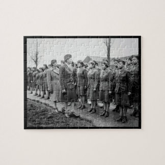 Oficiales negros que examinan a las tropas WWII In Rompecabezas