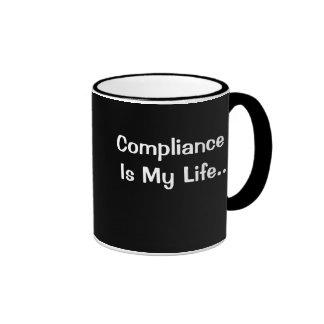 Oficina divertida que dice - la conformidad es mi tazas