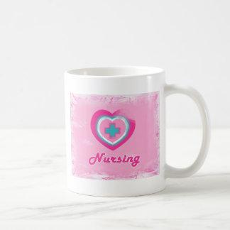Oficio de enfermera rosado del corazón y de la taza
