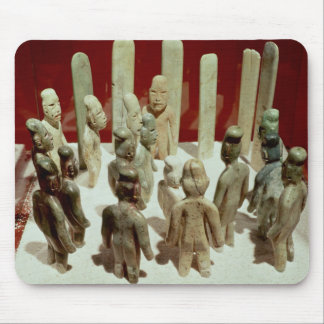 Ofrecimiento de dieciséis figuras masculinas, del  tapetes de ratón