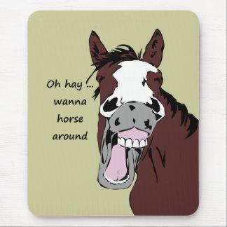 Oh el heno quiere al caballo alrededor de caballo mouse pads