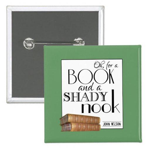Oh para un libro y un escondrijo sombrío pin cuadrado