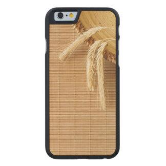 Oídos del trigo en la placa de madera funda de iPhone 6 carved® de arce