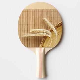 Oídos del trigo en la placa de madera pala de tenis de mesa