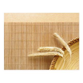 Oídos del trigo en la placa de madera tarjetas postales