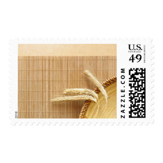Oídos del trigo en la placa de madera timbre postal