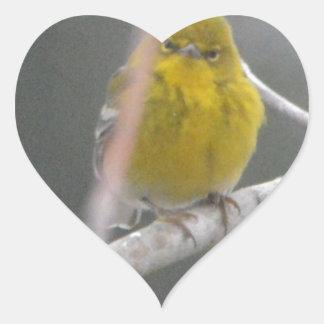 Ojeada de la naturaleza del pájaro de la curruca pegatina en forma de corazón