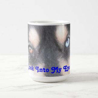 Ojo azul uno Brown del perro esquimal uno de la Tazas