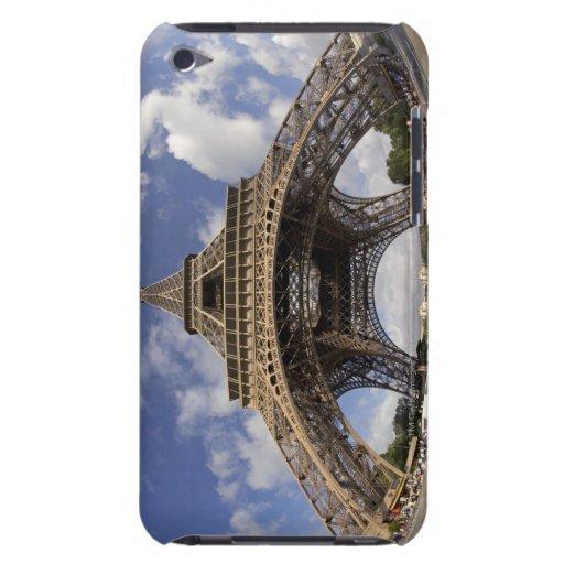 Ojo de pescados tirado de torre Eiffel Barely There iPod Fundas