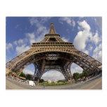 Ojo de pescados tirado de torre Eiffel Postal