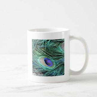 Ojo de una pluma del pavo real taza de café