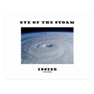 Ojo del interior de la tormenta (el ojo del huracá postales