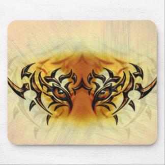 Ojo del tigre mouse pads