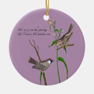 Ojo en el gorrión adorno navideño redondo de cerámica