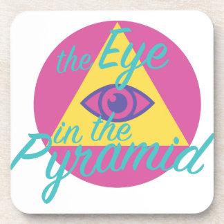 Ojo en la pirámide posavasos de bebidas