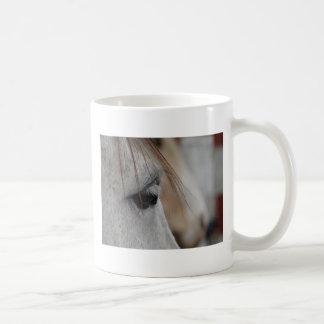 Ojo gris del caballo taza de café