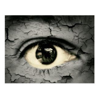 Ojo humano serrounded pelando la piel tarjeta postal