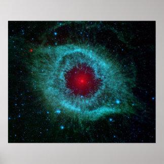 Ojo polvoriento de la nebulosa de la hélice por el póster
