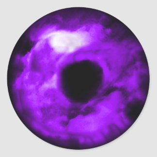 Ojo púrpura que mira el gráfico, interior nublado pegatina redonda