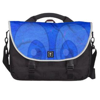 ojos azules bolsas de portatil