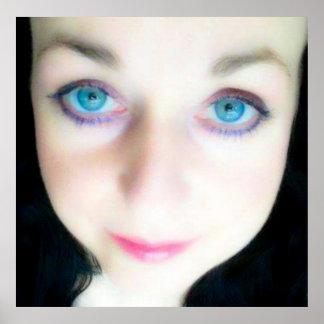 Ojos azules del ángel, cara angelical hermosa del  posters